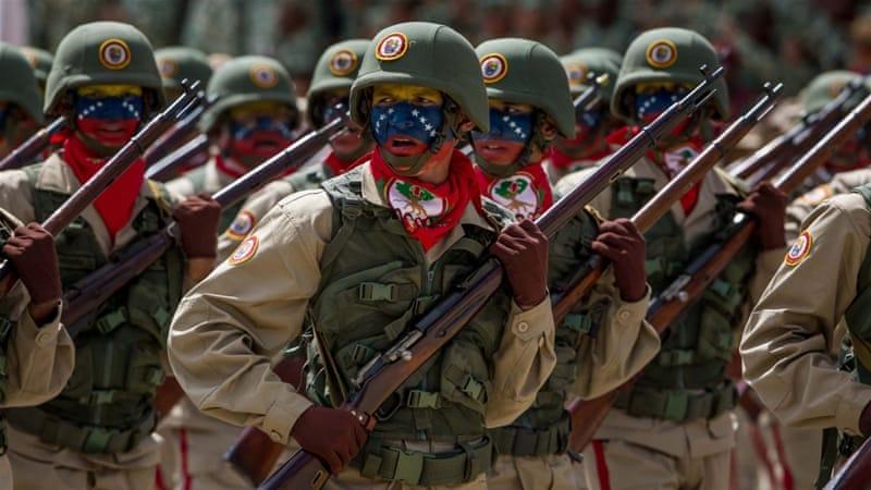 Soldati dell'esercito venezuelano in parata