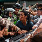 Esercito del Venezuela interviene per sedare una protesta
